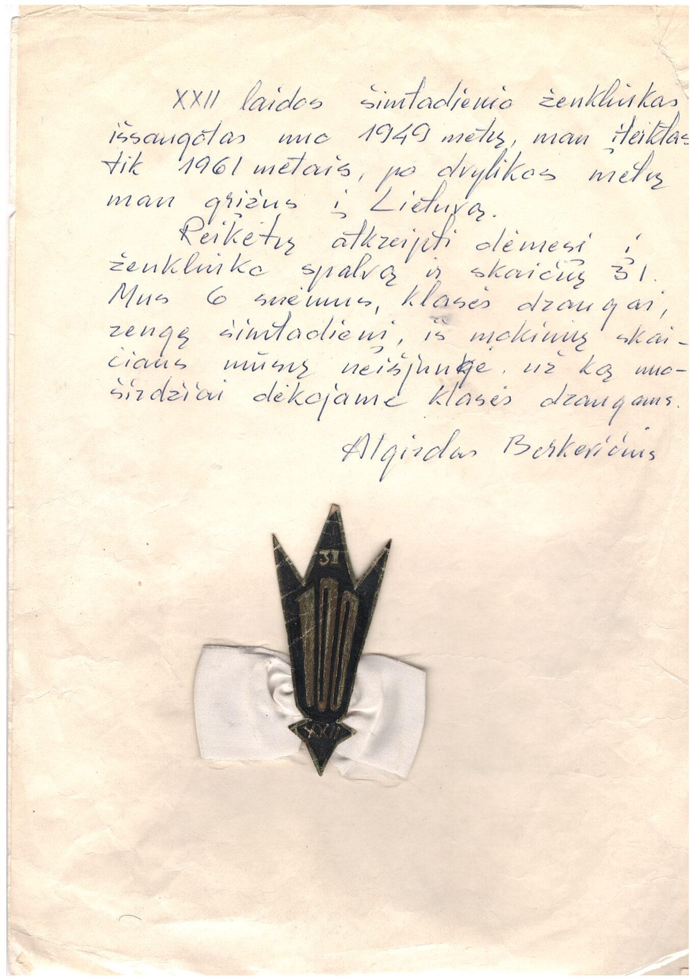 1949 m. abiturientų laidos šimtadienio ženkliukas